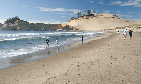 Kiwanda Beach And Cape Is About A Mile North Of Pacific City Just Off Us 101 Por Spot For Picnicking Boating Windsurfing Other